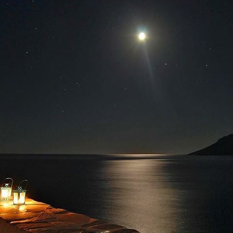 Stunning Cycladic full moon & a sky full of stars , at Sikinos island (Σίκινος)✨. There is a Magical feeling in the air ... Enjoy it
