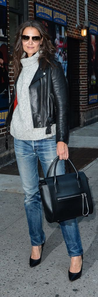 Katie Holmes knows that a thick turtleneck makes the best pairing with a pair of live-in jeans.