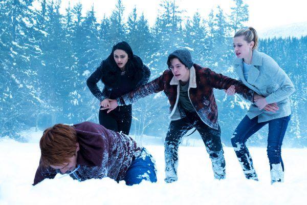 Riverdale: final revela segredo da família Blossom - http://popseries.com.br/2017/05/10/riverdale-1-temporada-the-sweet-hereafter/