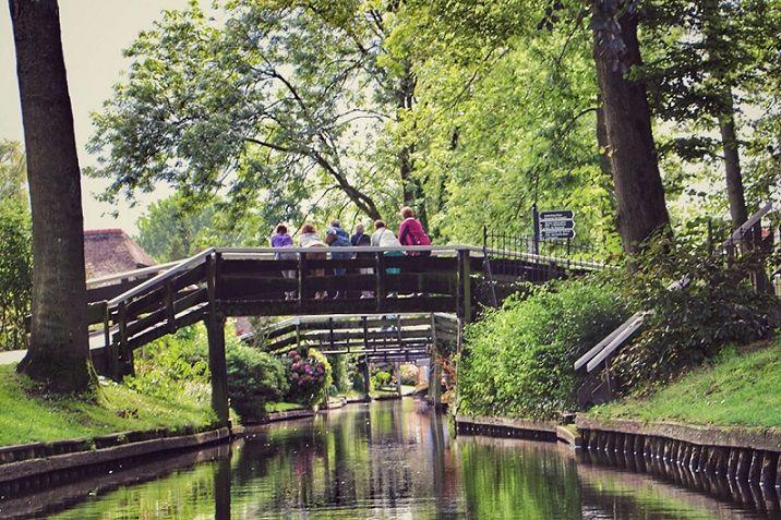 Giethoorn in Overijssel - Blog Daisy: http://daisypioneer.reis-blogs.nl/2015/09/25/varen-het-chinese-giethoorn/