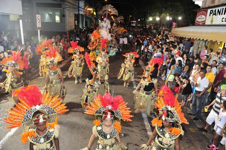 Prefeitura define programação de Carnaval - A Secretaria de Cultura de Botucatu definiu a programação do carnaval 2017. A expectativa é que mais de 15 mil pessoas prestigiem todas as atividades gratuitas distribuídas pela Cidade neste mês de fevereiro.  A programação foi discutida e pactuada com as agremiações carnavalescas, entidades e - http://acontecebotucatu.com.br/cultura/prefeitura-define-programacao-de-carnaval/