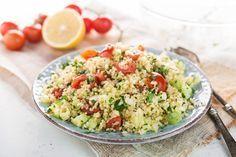 La ricetta classica del tabulè con verdure, un'insalata diffusa in oriente, a base di bulgur. Un piatto fresco, ricco di vitamina C e vegetariano.