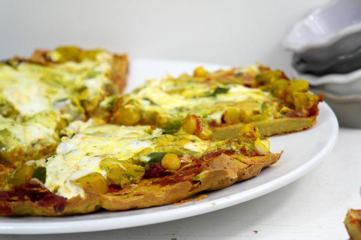 Er zijn inmiddels talloze pizza recepten in omloop. Van bloemkoolpizza tot mijn populaire spruiten pizza, het kan niet lekkerder! Toch missen al deze homem