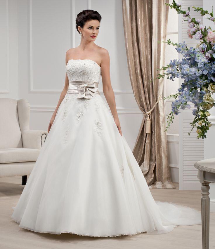 The 161 best Wedding Dresses images on Pinterest | Wedding frocks ...