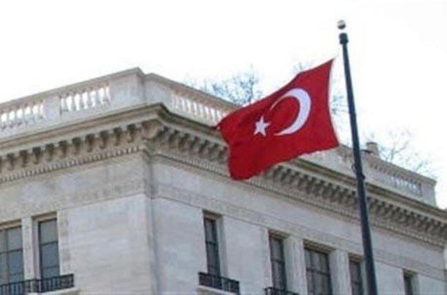 Καταζητούμενοι του Ερντογάν οι δύο Τούρκοι στρατιωτικοί ακόλουθοι