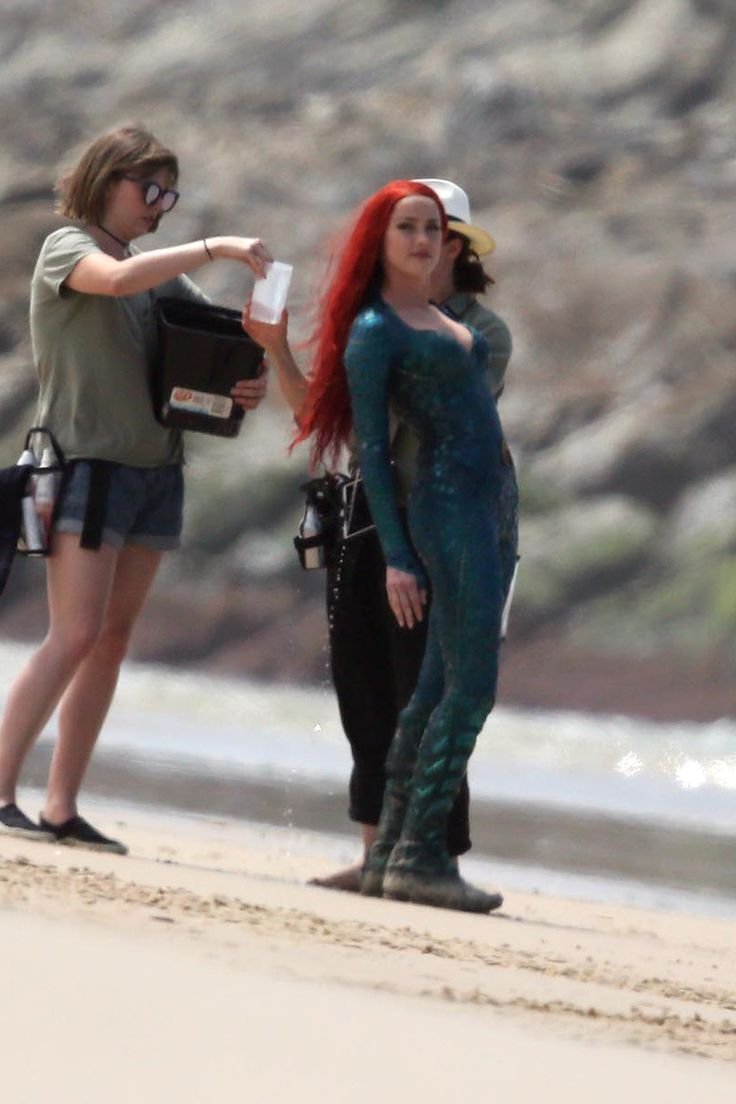 Jason Momoa and Amber Heard filming for Aquaman (2018) at Currumbin Beach on October 20, 2017. | via justiceleague