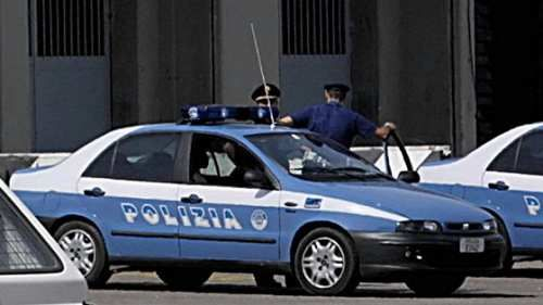 Lombardia: #Milano #seguita e #stuprata in casa: riconosciuto da un tatuaggio sul petto si cercano altre vittime (link: http://ift.tt/2ooa73H )