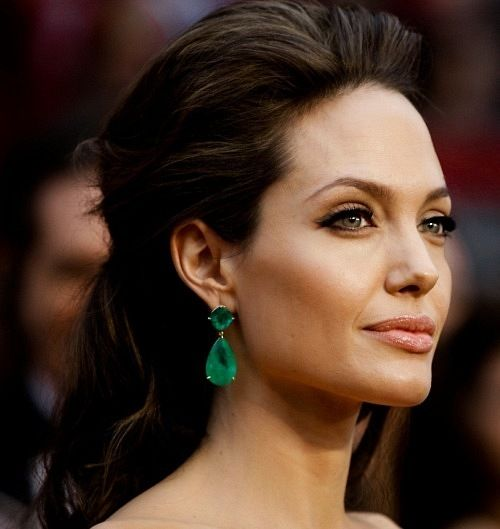 Angelina Jolie looked absolutely STUNNING at the Oscars. This is my favorite look of hers, ever. Hands down. The makeup, the hair, the jewelry, every single thing was flawless.