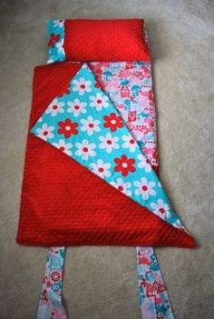 Nap mat tutorial - My daughter might actually sleep on the floor next to our bed instead of climbing in it when she gets up in the middle of the night if she has one of these!