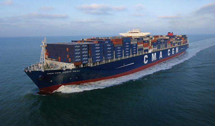 tegenwoordig gaat het vervoeren van producten met gigantische hoeveelheden tegelijk met vrachtschepen.