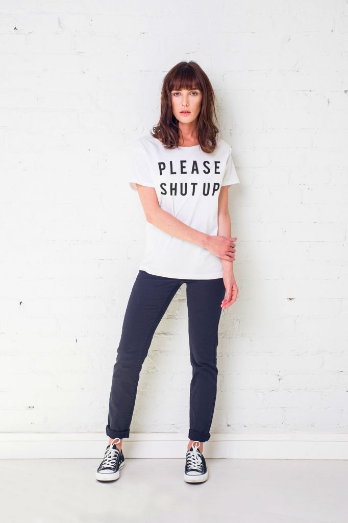 <p>Damski t-shirt GAU zaprojektowany i uszyty w Polsce z wysokiej jakości miękkiej bawełny. </p><p>Swobodny krój oversize z dekoltem wykończonym na surowo i krótkimi podwiniętymi rękawkami, świetnie układa się na każdej sylwetce.</p><p>Dwa uniwersalne rozmiary S/M oraz L/XL.</p><p>Grafika wydrukowana przy wykorzystaniu certyfikowanych nietoksycznych tuszy wodnych.</p><p>Skład: 100% miękka bawełna.</p><p>Modelka ma na sobie rozmiar S/M.</p>