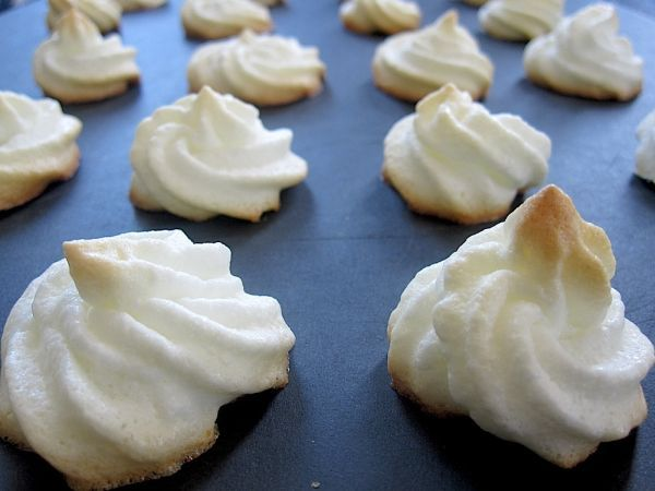 brazilian-food-suspiro-meringue