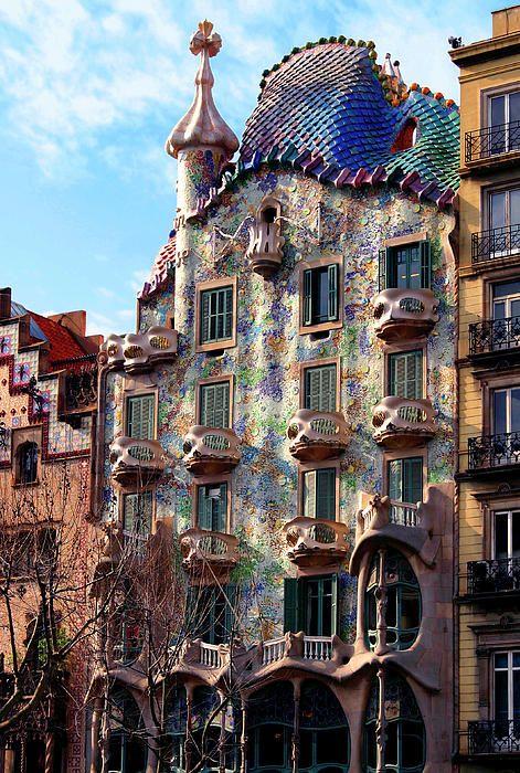 La majestuosa Casa Batlló, Barcelona.                                                                                                                                                      Más
