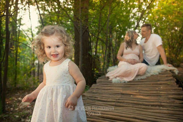 Sibling pregnancy outdoor photo shoot