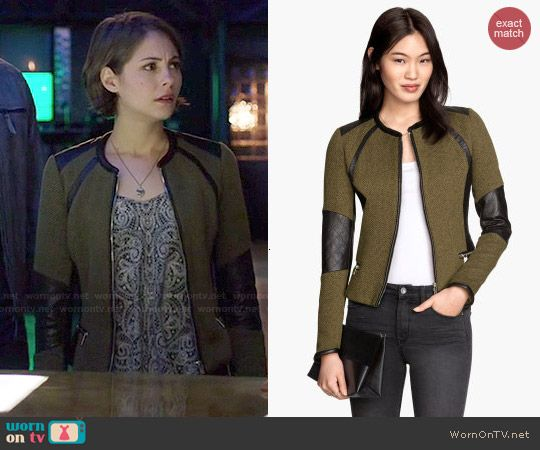 Thea's olive green jacket with leather trim on Arrow. Outfit Details: http://wornontv.net/47989/ #Arrow