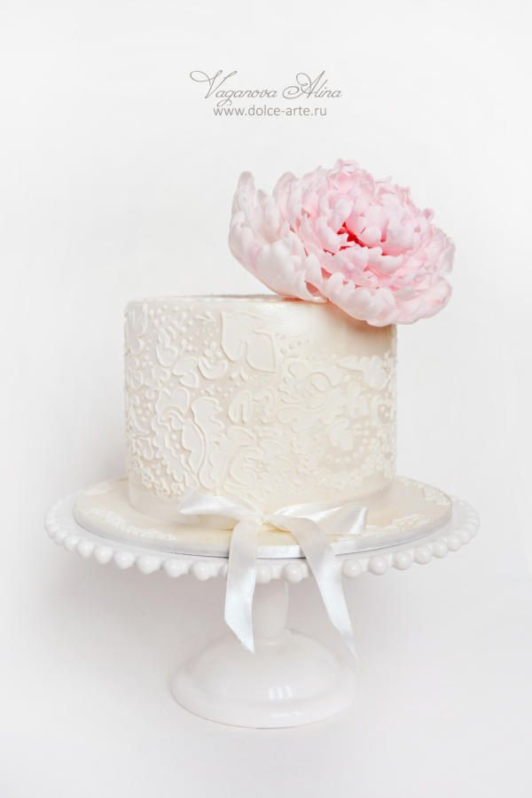 lace with peony by Alina Vaganova - http://cakesdecor.com/cakes/258854-lace-with-peony