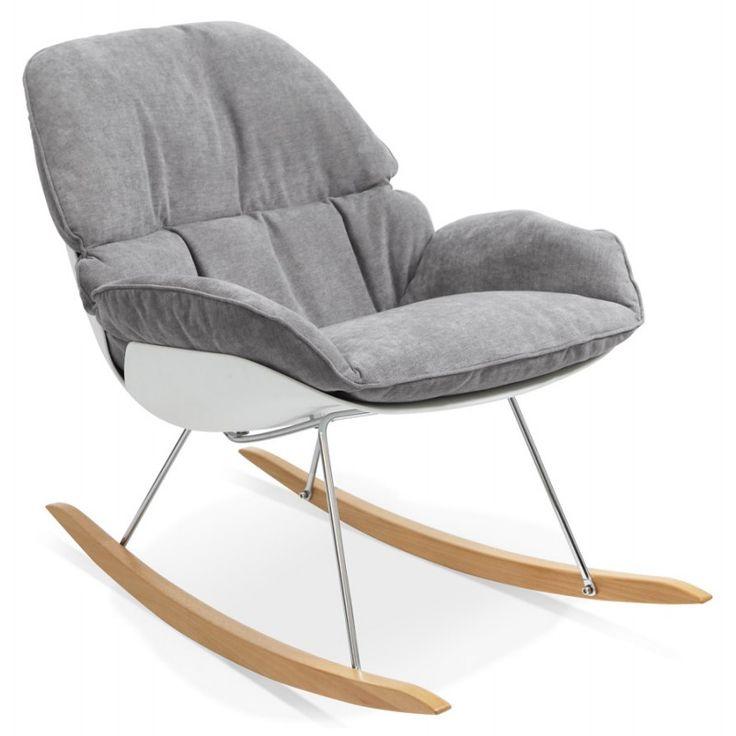 Enveloppant et relaxant, le fauteuil lounge à bascule JADE en tissu gris clair est très confortable.