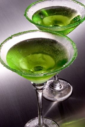 GREEN APPLE MARTINI - Ingredients:  2 oz Sour Apple Schnapps, 1 oz vodka, 1 dash sweet & sour mix, green sugar, green apple thinly sliced