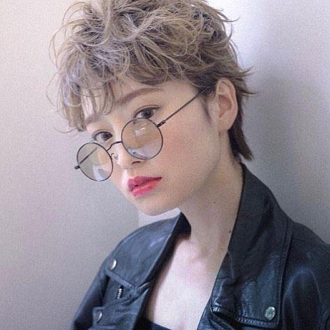 今回ご紹介するのは @portgas.d.yuki0127 さんのヘアスタイル。 ボーイッシュになりがちなショートヘアに抵抗のある方は ふわっと柔らかさの出る大きめパーマをかけましょう。  #regram #locari #locari_hair #ロカリ #ロカリヘア #ヘア #ヘアスタイル #ヘアカラー #ヘアアレンジ  #ベリーショート #ショートパーマ  #hairstyle #hairarrange #haircolor #hairstyle