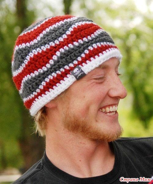 И снова, здравствуйте!!!. Предлагаю связать вот такую шапку. Модель подойдет, как для маленьких, так и для больших мальчиков... Поле, для фантазии огромное... комбинируем разные цвета.