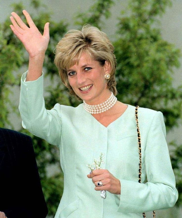 17 best images about princess diana hairstyle photos on for Princess diana new photos