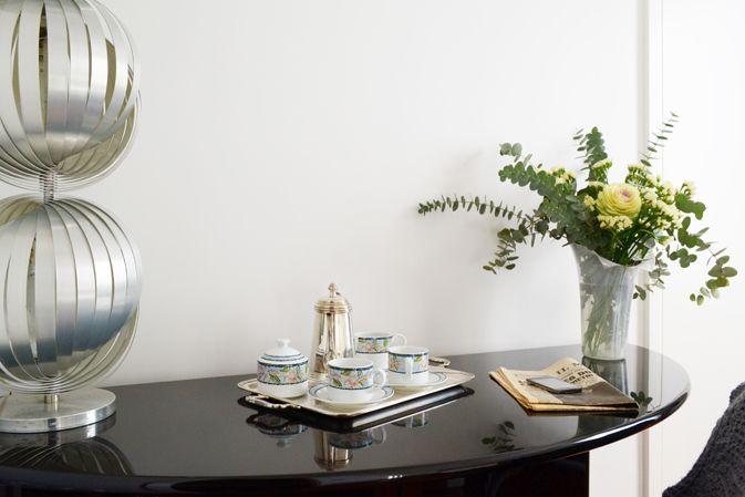 Colazione_guestroom_cameraospiti_fiori_caffe_lampada