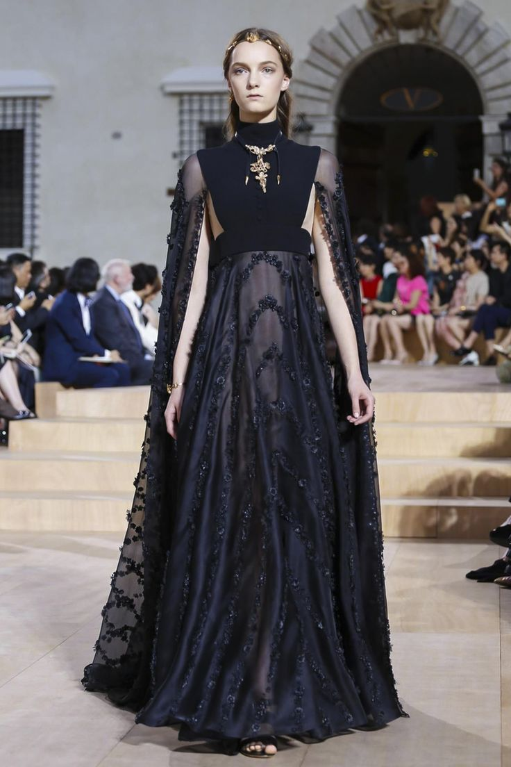 Valentino Couture Fall Winter 2015 Rome - NOWFASHION now I would actually wear this ....