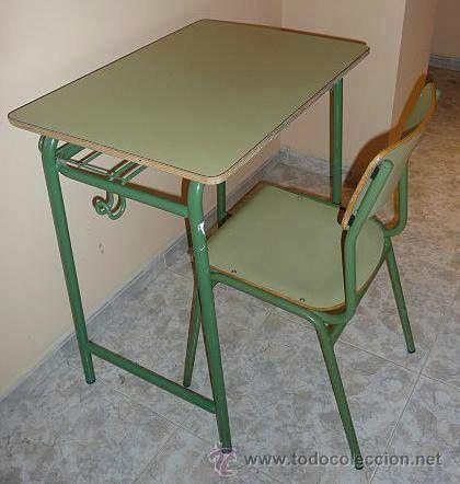 Tipicas mesas del colegio.