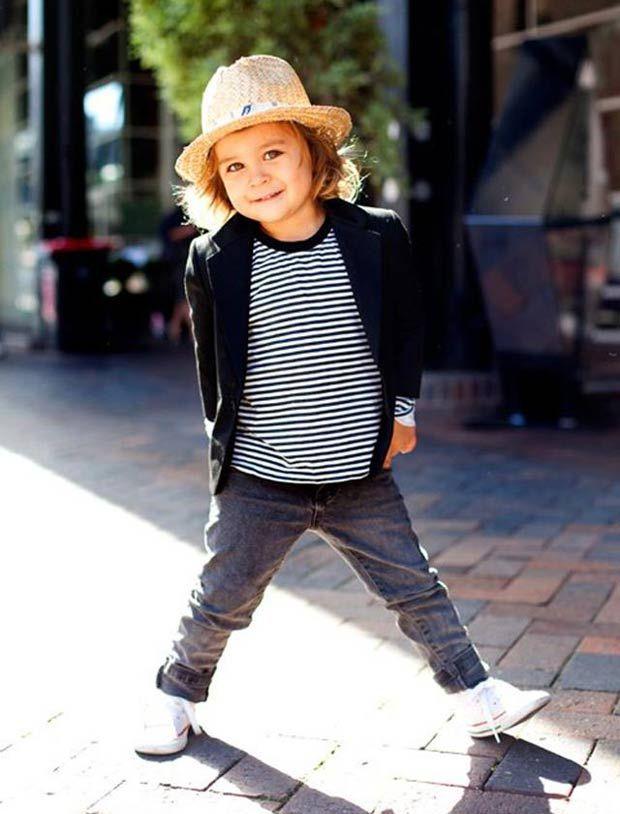 Chapéu + camiseta listrada + calça skinny. Quero um filho assim!