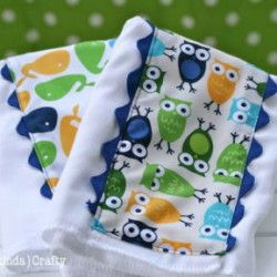 DIY Baby Boy {Burp} Cloths! Tutorial:    http://myhoneysplace.com/links-to-many-diy-projects-with-instructions-updated-often/