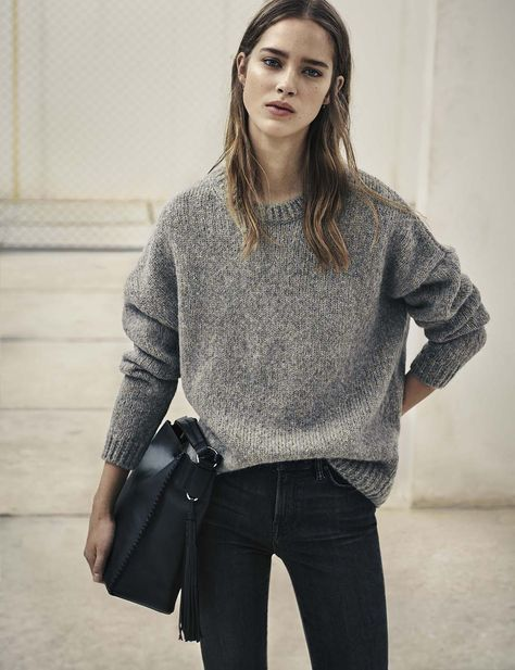 minimal style cold whoop grey knit sweater jeans black hand bag hair relaxed my