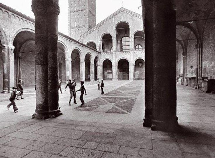 Milano, 1975: la partita in Basilica di Sant'Ambrogio. Pepi Merisio…