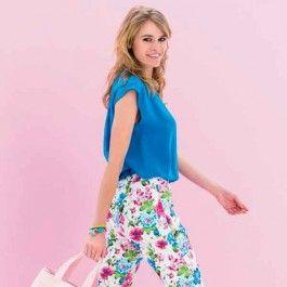 Deze luchtige blouse is heerlijk te dragen op een warme zomerdag en staat bijvoorbeeld goed op een slanke jeans.
