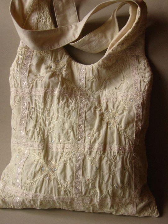 Off-white bag by http://www.breslo.hu/item/Himzett-keleties-hangulatu-taska_3287