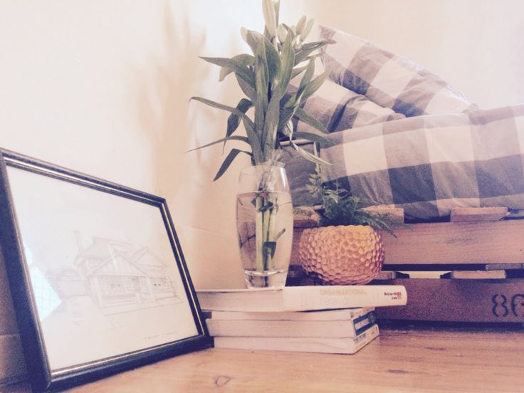 """Keep it simple. My textbooks from university and a picture of my childhood home on the farm, so many kms away, but still in my heart.   """"Simplicity is the ultimate sophistication.""""   Email The Bennett st. Collective: eldbw001@mymail.unisa.edu.au"""