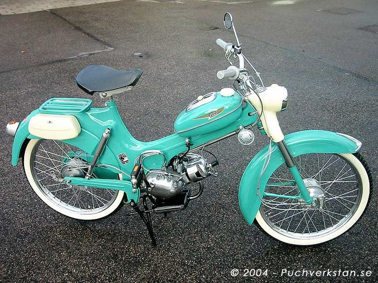 1957 Puch Lyx, VS 50 L. Chrome green. Two hand shifted gears, 0.8 horsepower engine with pedalstart and decompression valve. Full size wheel hubs, elderly type of parcel carrier and rear shock absorbers with oil caps.