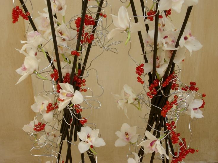 Rami con orchidee bacche | by tulipanibianchi.com