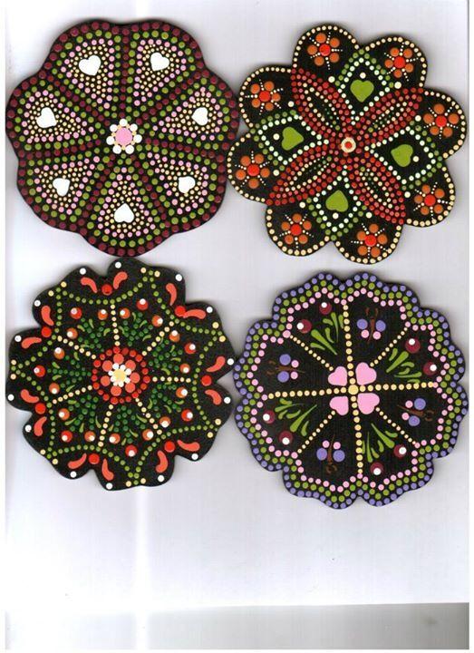 Porta vasos en distintos modelos, elaborados por Norha Elena Campillo Vélez.
