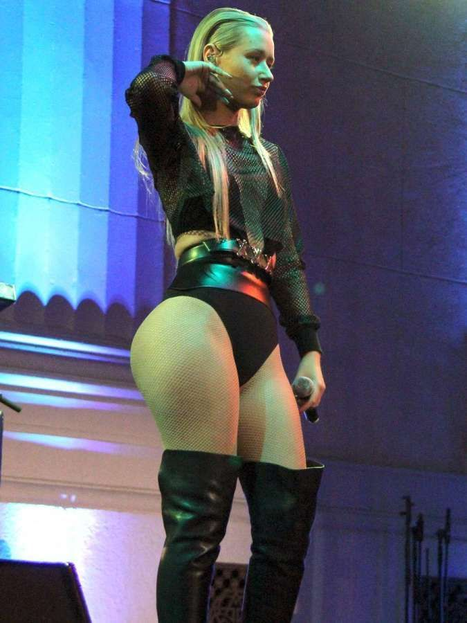 The Australian born, Hip-Hop rapping, Iggy Azalea has a hot body to die for. Iggy makes that Twerking music, and a fashionable booty to match.