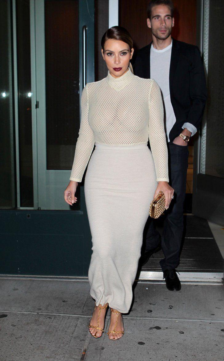 Pin for Later: All die Momente, in denen wir unseren Blick nicht von Kim Kardashians Ausschnitt lösen konnten Als wir nicht wussten, ob sie einen BH trägt oder nicht