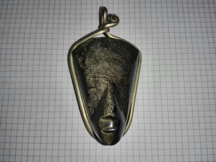 La obsidiana, llamada a veces vidrio volcánico, es un tipo de roca ígnea —roca volcánica perteneciente al grupo de los silicatos—, con una composición química de silicatos alumínicos y un gran porcentaje (70 % o mayor) de óxidos sílicos. Su composición es parecida al granito y la riolita.