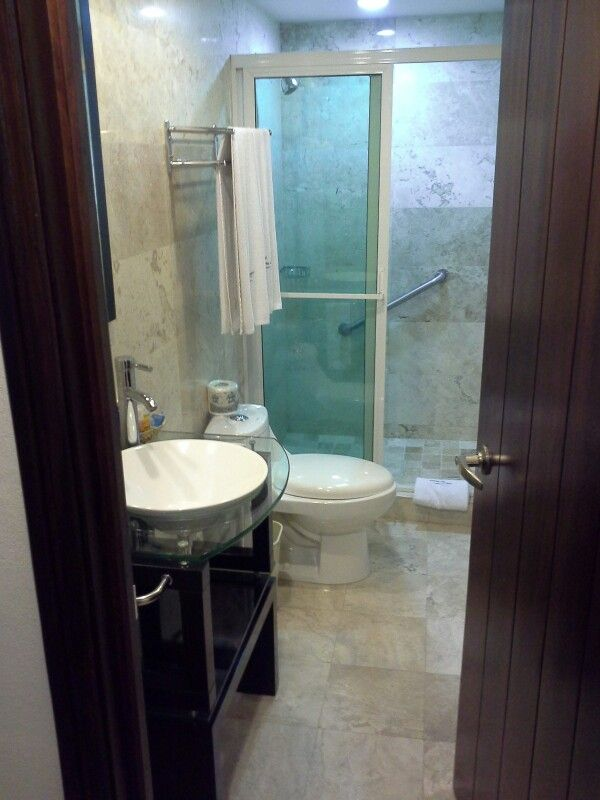 Comfy bathroom in Hotel Porto Allegra