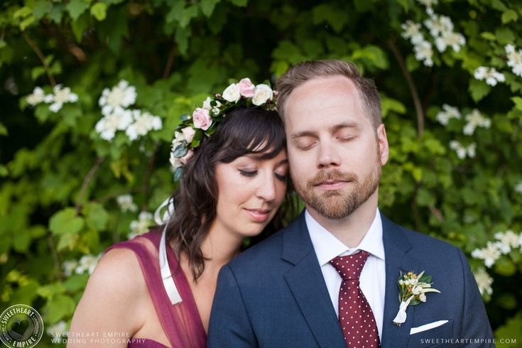 The bride wore a gorgeous magenta wedding dress and flower crown to her Toronto Island Wedding. Read her wedding photographer review. #sweetheartempirephotography