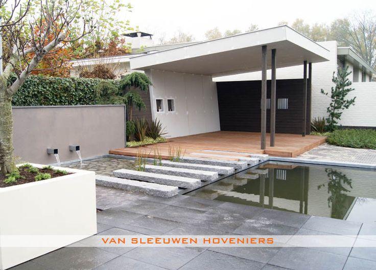 Terrasse avec pente de toit comme chez nous. Toiture en tôle métallique