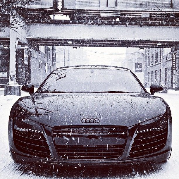 Stunning Audi R8 - winter blizzard