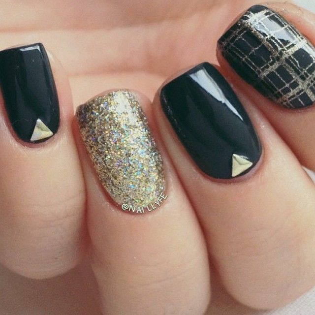 Viva la Diva - Golden glitter!! Nail Style by @naillyfe #nailpolish #glitter #nailart #vivaladiva @vivaladivacosmetics