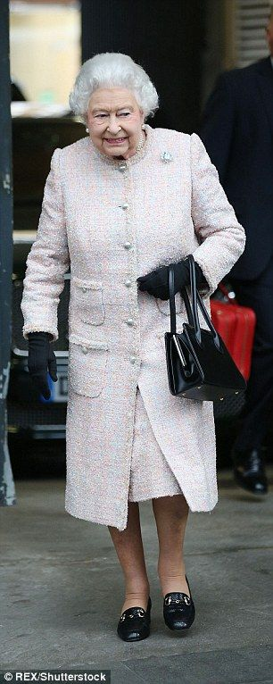 The Queen and Prince Philip board a train to Sandringham from London | Daily Mail Online