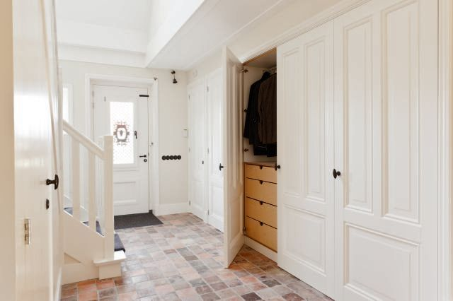 Kastenwand in hal kast met lades interieur makers for Bieke vanhoutte interieur