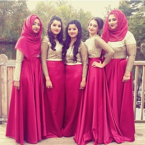 Pretty in pink💖 A versatile look for any of the events for bridesmaids💃🏽 Pic from: @nabilabegum_ #desibridesmaids #asian #asianwedding #asianwear #bengali #bengaliwedding #bridesmaids #bridalparty #skirts #maxi #pink #squad #girls #hijab #weddinginspiration #wedding #pakistaniwedding #indianwedding #muslimwedding #walima #mendhi #dholki