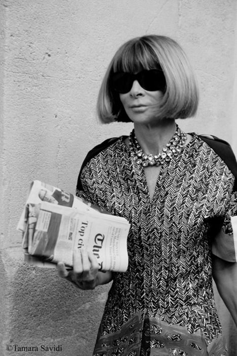 Anna Wintour with her signature sunglasses. I think she sleeps in them. Love the dress and necklace. Biddy Craft